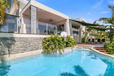 Gold Coast Holiday Entertainer - Helensvale