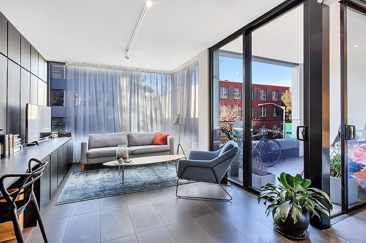 Contemporary 1 Bedroom Apartment in Surry Hills