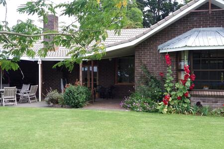 Bay of Islands Crossroads Homestay (B&B)
