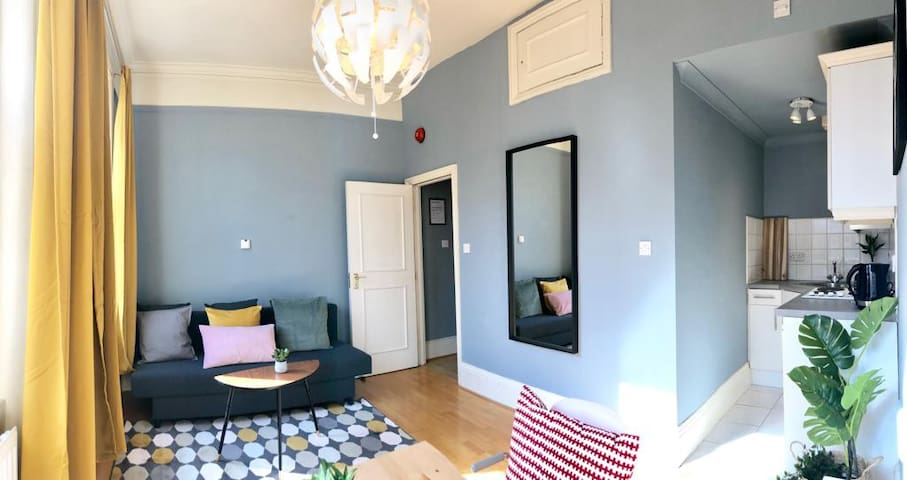 SUNNY 1 Bedroom Flat for 4 Guests in NOTTING HILL