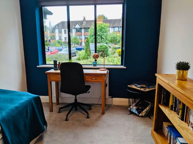Double room, lovely area, near central London/O2