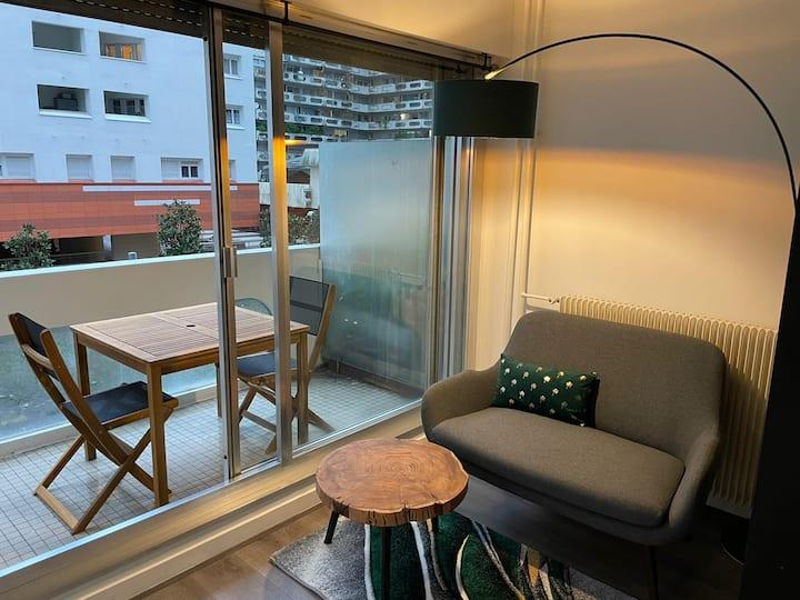 Beau studio au pied du métro avec spacieux balcon