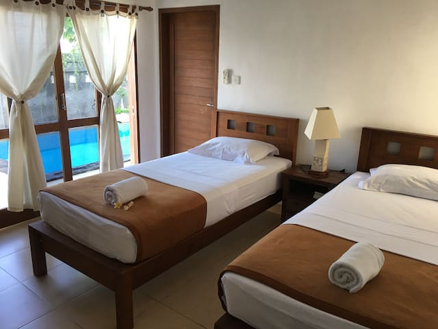 MEDEWISURFVILLA : 2 Single Bed Room