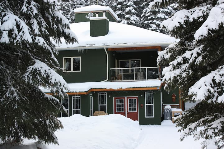 Heaven Bound - Ski in Ski Out Chalet