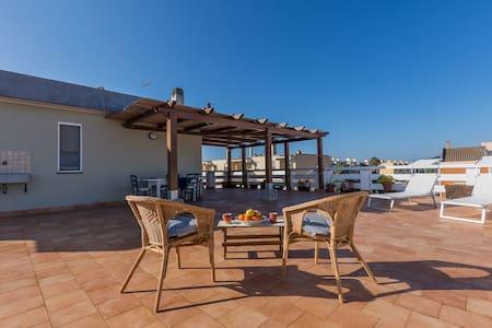 Appartamento con terrazza a due passi dal mare - Fertilia