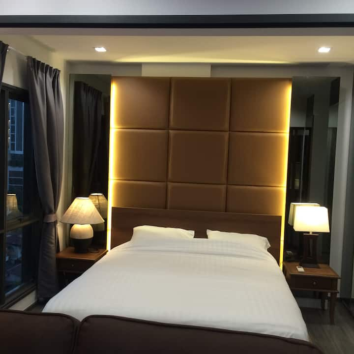 New luxury room 45 sqm next to BTS king size bed