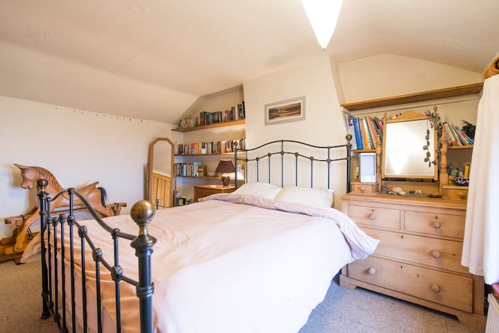 Double room, ensuite in farmhouse - Biddulph - House
