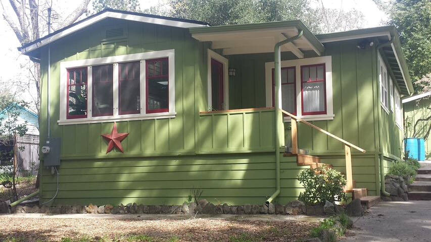Sunny 2 Bedroom Cottage in Santa Cruz Mountains - Ben Lomond - Rumah