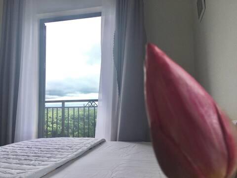 Phòng đôi 2 người ban công view phố núi