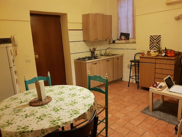 Room double bed/stanza Centro Parma