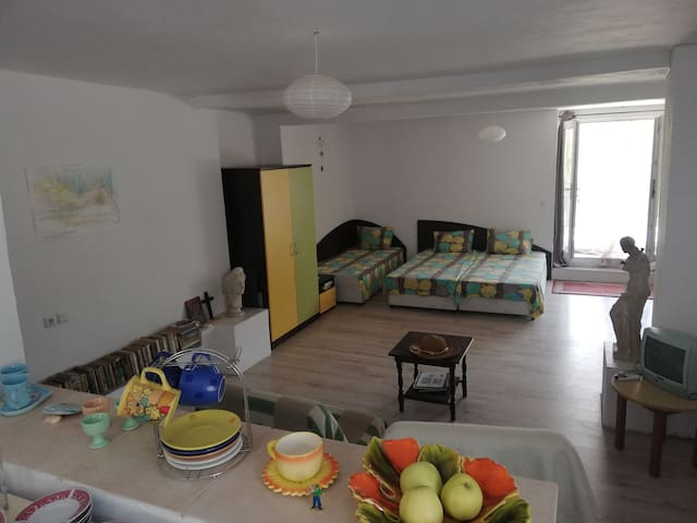 """,, Costal Retreat """" private first floor for 5guest"""