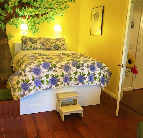 Private Suite in Quiet Garden near Seattle/Redmond