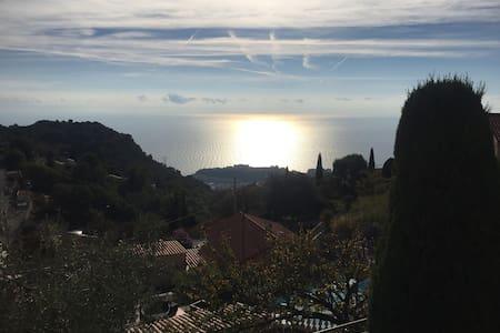 Nearby Monaco - Proximité de Monaco - La Turbie - Dům