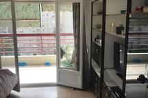 Habitacion individual en apartamento en la playa