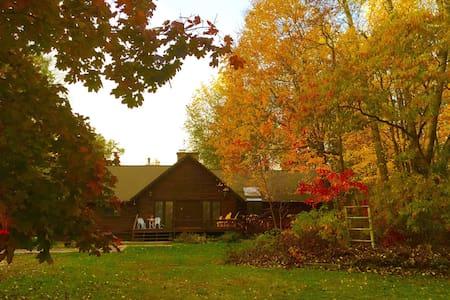 Aubert Den Bed & Breakfast - Branch Township