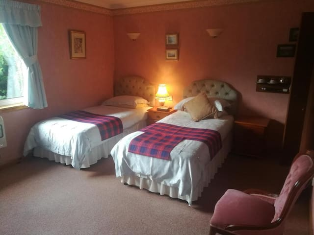 Foxholes Country Hotel Rm 2 Twin En-Suite