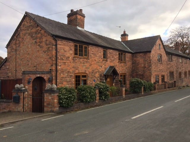 Hanmer nr Whitchurch cottage - Other rooms availab - Hanmer - House