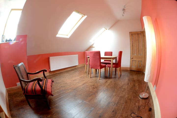 2 familyfriendly double rooms on spacious topfloor