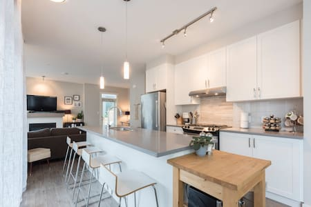 Modern 2 bedroom townhouse in Squamish - Squamish - Stadswoning