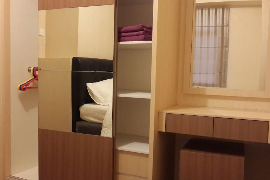 Wardrobe and Dresser Bedroom1