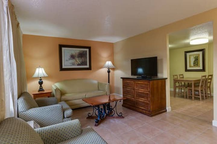 1-bedroom Apartment - 2 miles from Disney