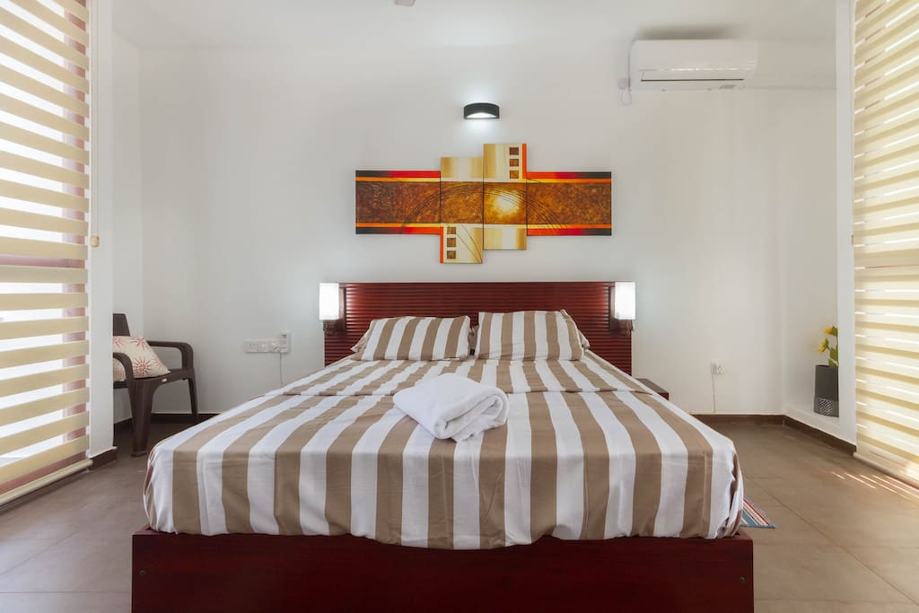 Bedroom with queen size bed and posture top mattress.