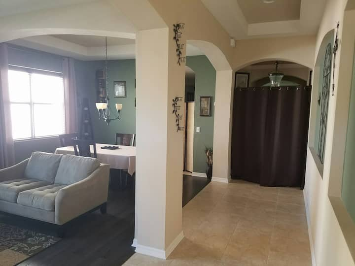 Beautiful 1BR/BA with Private Livingroom/Large TV
