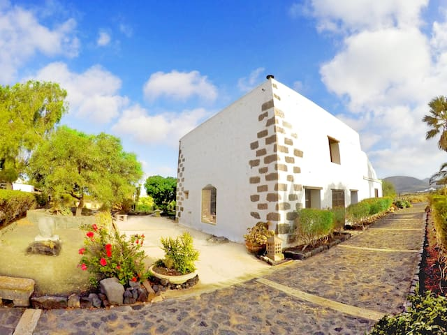 Two Bedroom House - San Bartolomé - Haus