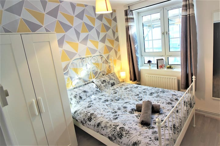 (BIC-B) PRIVATE ROOM CLOSE TO TOWER BRIDGE FOR 2