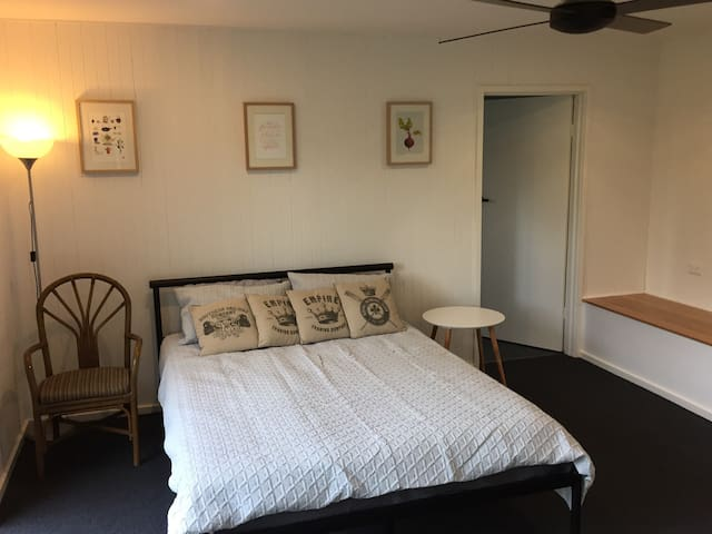Newly renovated 1 bedroom studio - Blackburn - Loft