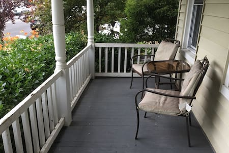 2BR Home! Walk to Beach and Restaurants!!