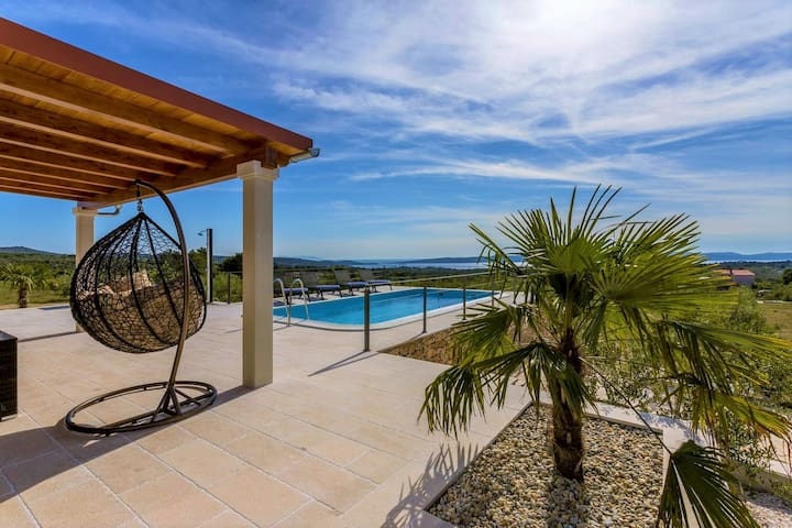 Island Brac Holiday House with Private Pool