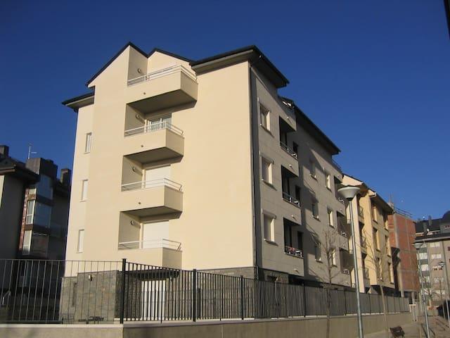 CENTRICO APARTAMENTO JUNTO A LA CIUDADELA