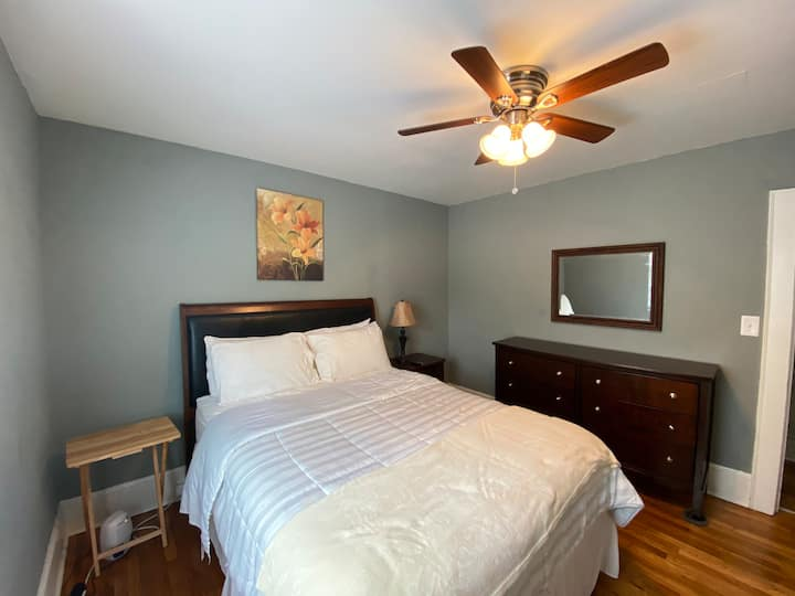 2BD1BT, Near Hospitals and Down Town.
