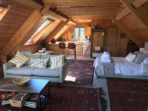 Cosy converted barn in Sussex Countryside