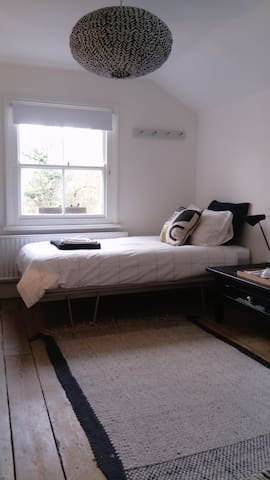 Central Cambridge Single Room | Breakfast