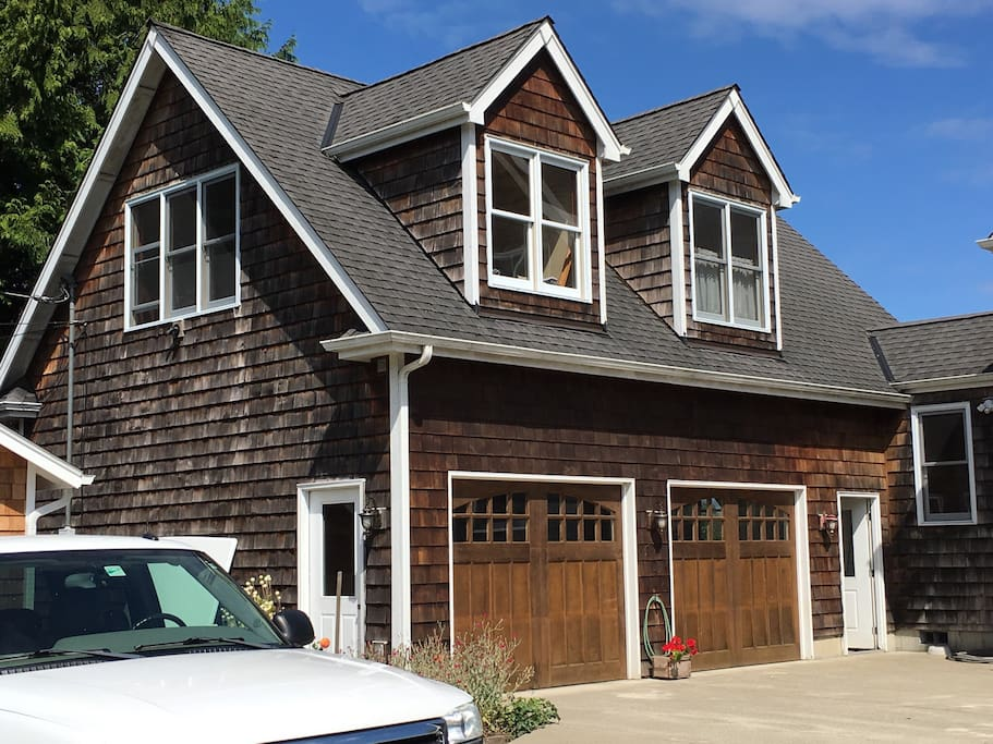 Carriage House style garage; retreat space is located on the 2nd Floor