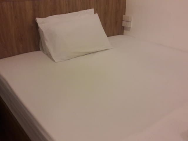 Single Room ensuite close to BTS MRT Smile Society