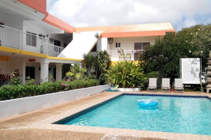 Apartment with pool 2:两间卧室  ,3张床,带厨