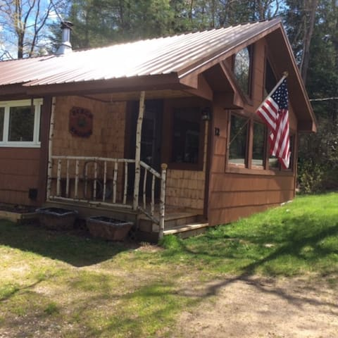 Clean, newly updated Adirondack Cottage