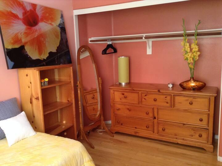 private room in house/ quiet community La Jolla