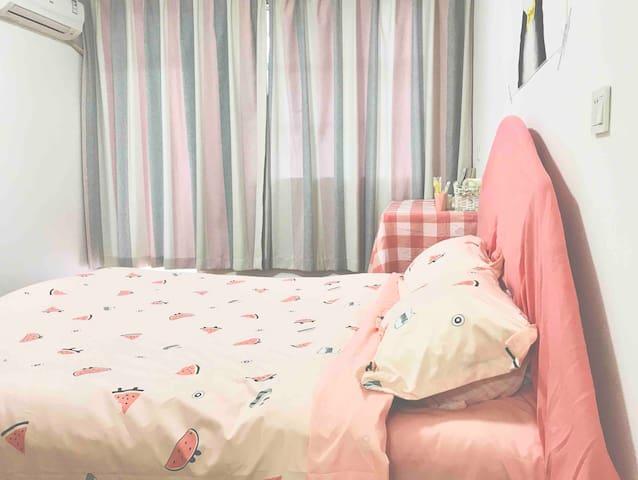 【PINK】位于市中心的单身公寓,带厨房,阳台/自助入住 近万达 银泰城 海门老街