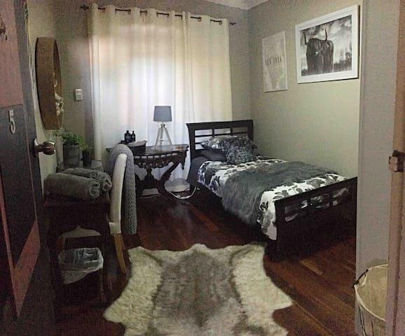 The Buddha Shack Urban Retreat -  Single room POOL