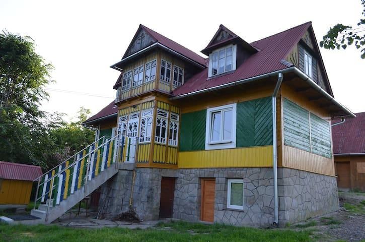 Kolorowy domek - pokój biały