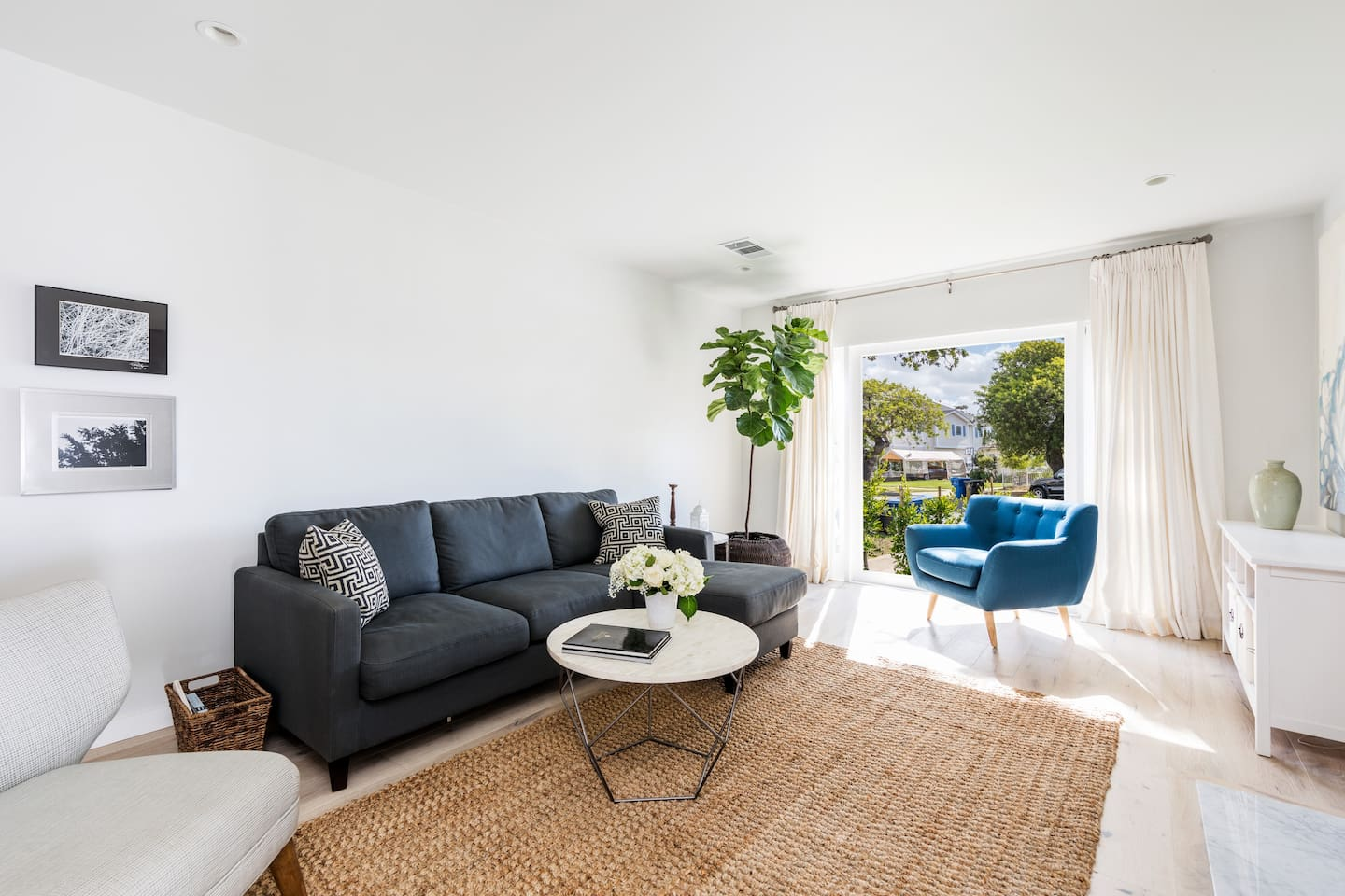 chic contemporary in the west side of la bungalows for rent in los