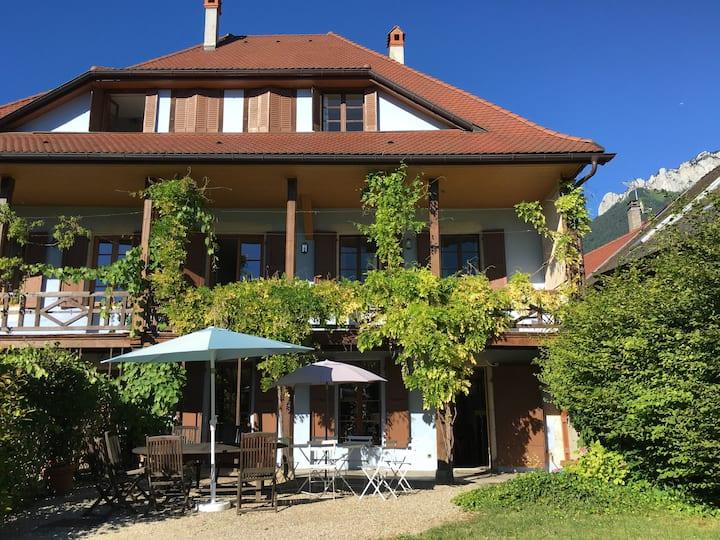 Menthon-Saint-Bernard : grande maison bien placée
