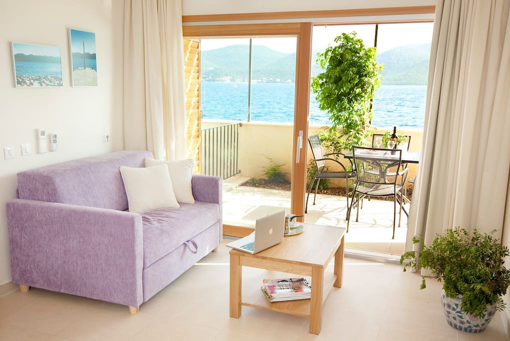 Living room with exit on the balcony and amazing sea view.