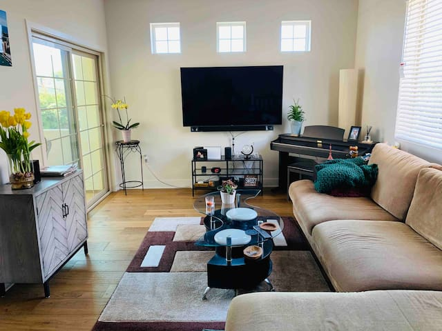 Clean Room w/Private Bathroom in South Torrance!
