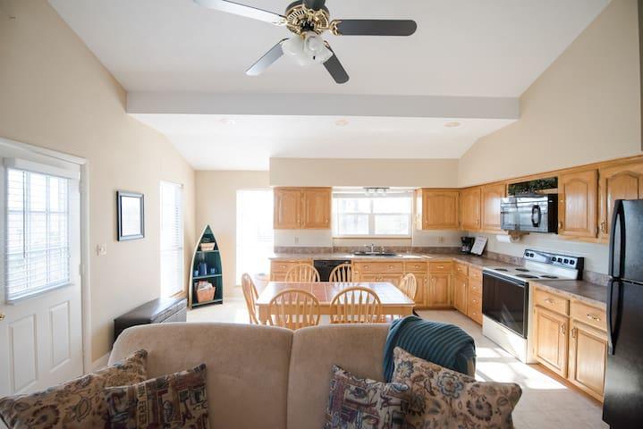 Open kitchen/living