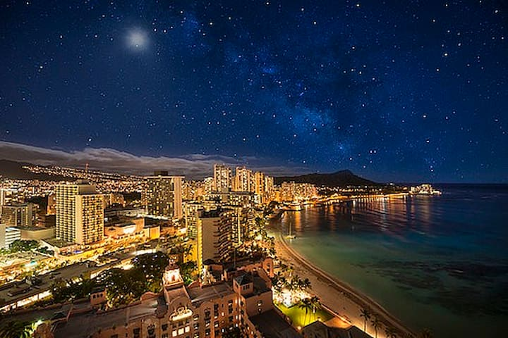 A Starry Night in Waikiki